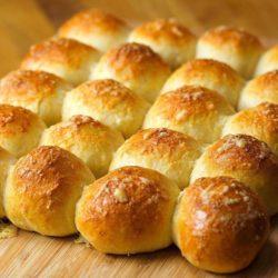 Skillet Bread with Creamy Spinach Artichoke Dip